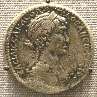 596px-Cleopatra_VII_tetradrachm_Syria_mint